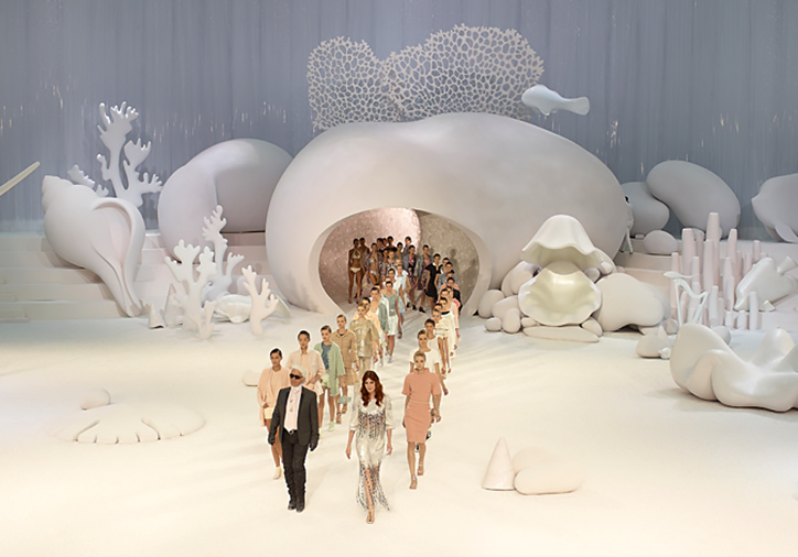 11 Of The Greatest Karl Lagerfeld Shows For Chanel And Fendi Ever